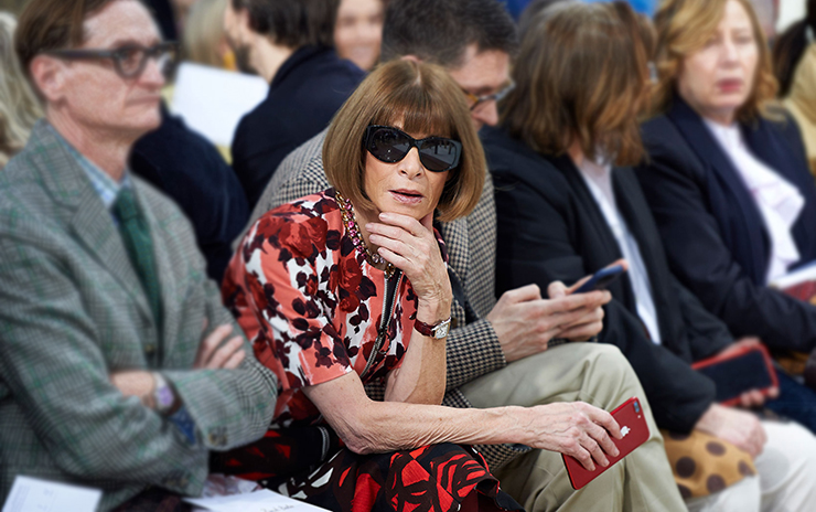 Anna Wintour watching fashion show